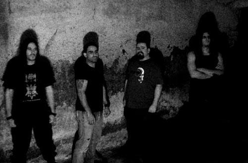 Numen dira: Jabo (gitarra), Xabi (gitarra), Aritz (ahotsa), Patxi (teklatua) eta Lander (baxua).